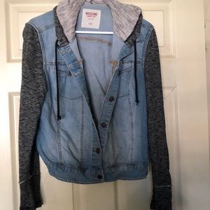 """Make An Offer "" Mossimo jean jacket 👔🧥"